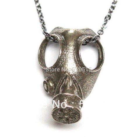 Naszyjnik w kształcie maski gazowej